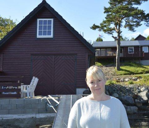 Emma Reigstad leiger ut hytte med naust og båt gjennom AirBNB. (Foto: Mona Grønningen).