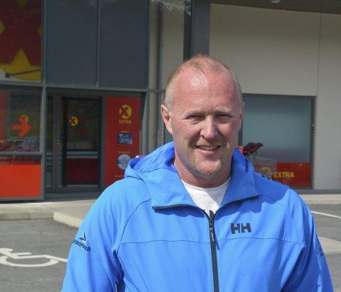 Kenneth Hamre Lemicka har fått jobb som butikksjef på Stord. Han gler seg til nye utfordringar, trass lengre reiseveg til jobben.