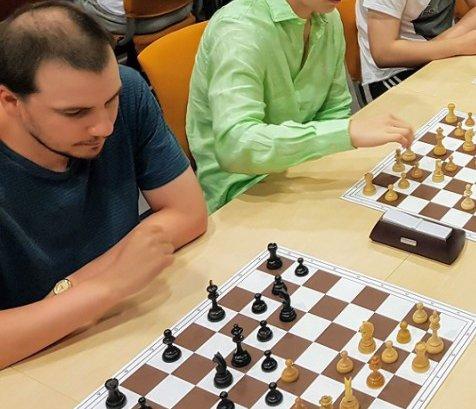 Leder Markus Søderholm i Lofoten sjakklubb.