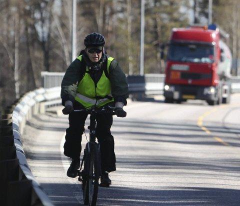 Dyrt: – Imidlertid er det ikke tvil om at gjennomføringen av sykkelveiene vil føre til ulemper med store og skjemmende terrenginngrep, skriver Arild Johnsen. foto: terje holm