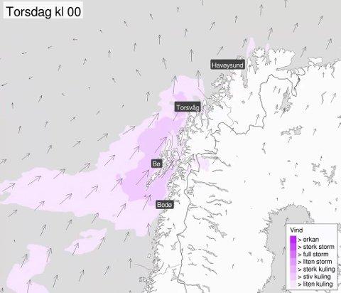 VIND: Vindstyrken tar seg opp i Troms utover kvelden og det blir sterk kuling langs kysten i natt. Foto: Skjermdump Meteorologene på Twitter