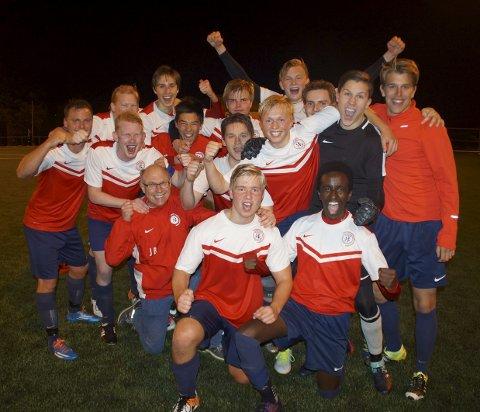 Glad gjeng: Sande Sportsklubb etter seieren. Alle foto: Trond-Egil Groth