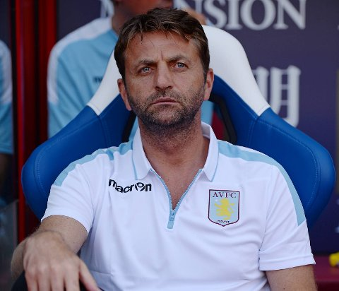 Tim Sherwood har grunn til å se betenkt ut om dagen. Aston Villa sliter fryktelig, og ryktene vil ha det til at manageren får fyken om ikke Villa vinner mot Swansea lørdag. Vi tror han ryker!