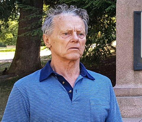SAVNET PERSON: Håkon Olsen (76) er 180 cm høy, slank og med mørkegrått hår og blå øyne.