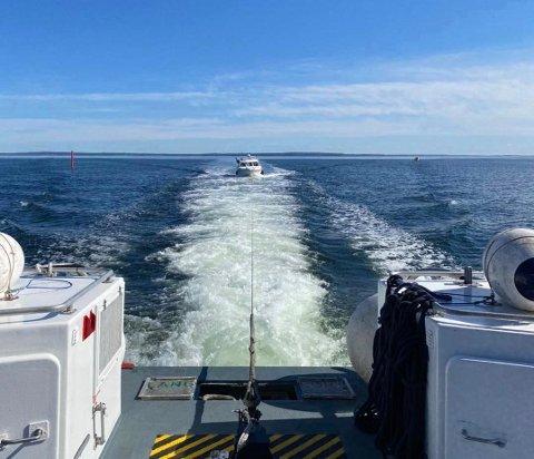 UHELDIG: En uheldig båteier fikk tau i propellen under fisketuren påskeaften. Heldigvis kunne RS Eivind Eckbo hjelpe båten tilbake til havn.