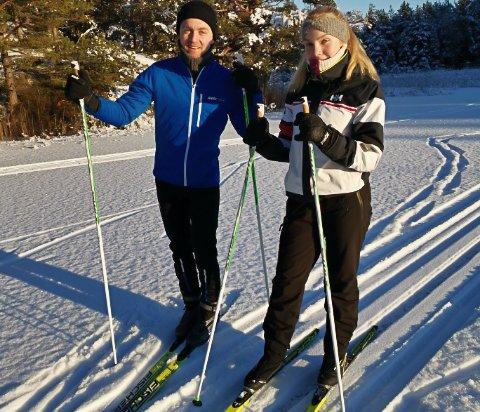 Fetter og kusine på tur, Stian Lunde og Lone Monrad Rønningen på skitur i dag.
