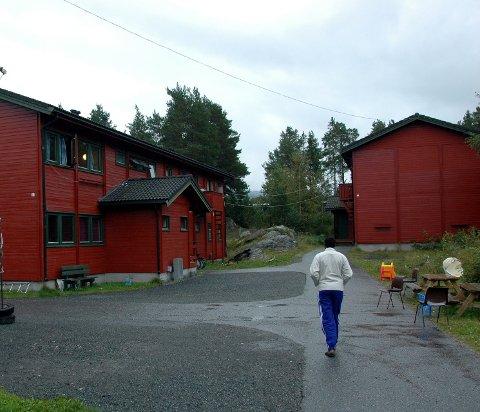 Rives: Nå starter saneringsarbeidet av bygningsmassen som tidligere var Lundeskogen asylsøkermottak.
