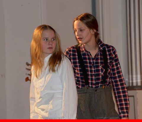 Peer og Solveig, spilt av Liv Tiril og Solveig.