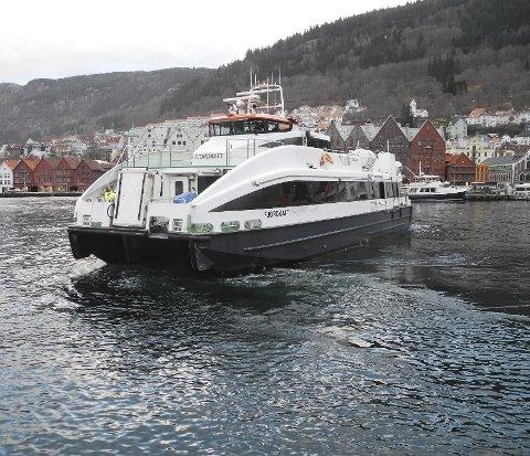 Fjordkatt: Fjordkatt er en av hurtigbåtene som opererer i Nordhordland, på ruten Bergen-Frekhaug-Knarvik. Turen fra Bergen til Knarvik tar 22 minutter og koster 54 kroner.