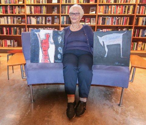 Favoritter: Torild H. Torjussen fant to bilder til hytta i artoteket. Jan Svensens malerier låner hun hver sommer.