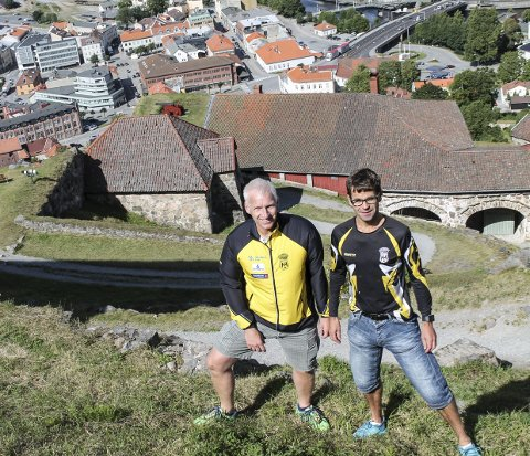 ER DU SUGEN PÅ Å LØPE OPP HER?: Geale de Vries og Gjermund Tønnesen i Halden Idrettslag håper så mange som mulig til prøve seg på Kanonløpet 9. september.
