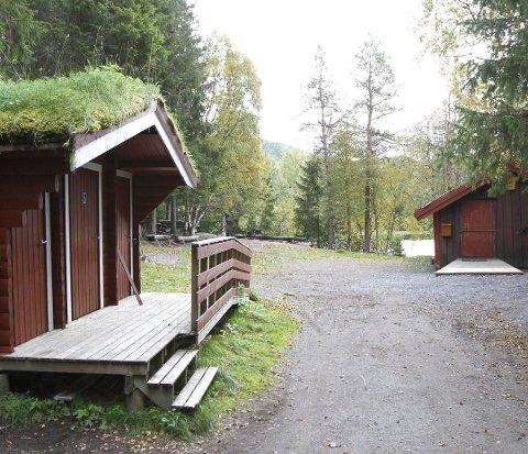 Et vitne oppdaget at en mann i 60-årene hadde gjemt seg i utedoen på Mosåsen.