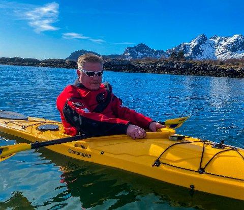 FIKK SVAR: Svenn Arne Olsen er glad for at kystverket vil sette opp en stake i innseilingen til Myklevika.