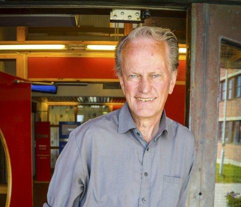 BALANSE: Idet Nils Kaltenborn (69) går av med pensjon, forlater han ikke jobben i Vestvågøy kommune helt. Til høsten skal han styre et beredskapsprosjekt rundt cruisebåttrafikken. Foto: Christina Svanstrøm