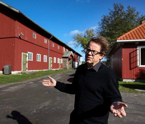 UTSATT ÅPNING: – Av respekt for kunstnerne og for å sikre at alle prosjektene blir klare, har vi tatt beslutningen om å utsette åpningen, sier Dag Aak Sveinar, direktør for Momentumbiennalen.