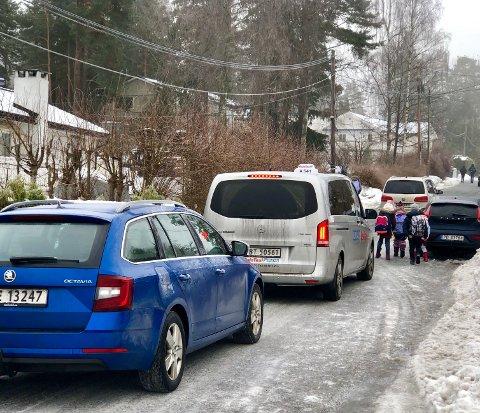 Barn på vei til Prinsdal barneskole