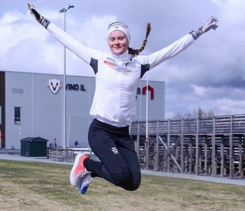 HOPPENDE GLAD: Mathilde Myhrvold har tatt steget opp blant landets aller beste langrennsløpere. Neste drøm som kan i oppfyllelse er OL i Beijing.