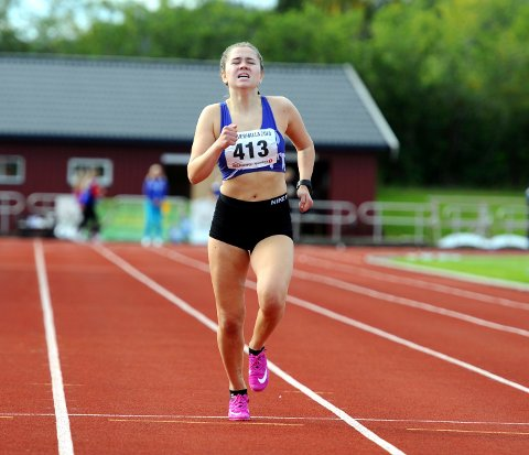 SATSER: Sarah Marie Samuelsen deltok i sitt tredje ungdomsmesterskap i friidrett i helga.