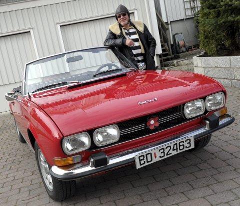 Flott BIL: Peugeot 504 fra 1971 blir tatt godt vare på av bilentusiast Henning Aasen i Hystadveien. Alle foto: Per Langevei