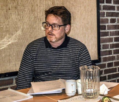 AVVISER KRITIKKEN: Kontrollutvalgsleder Steinar Mørken (Ap) fastholder at Schei-saken fremdeles hører hjemme på rådmannens bord, og at KU ikke har til hensikt å engasjere seg i saken når ferien er over.