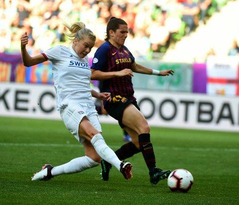 Ada Hegerberg skriver i sin spalte i France Football at lagene som best takler press og mediestøy, og har best ledere, vil gjøre det best i VM. Hun har selv bidratt til å sette det norske laget på prøve på de områdene.