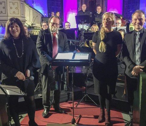Vellykket: Korpsleder Hanne-Lisbeth Løite, dirigentene Richard Borge og Rune Hansen og solisten Char-lotte Schøgren ble takket med stående applaus fra et begeistret publikum. Foto: Brit Marcussen