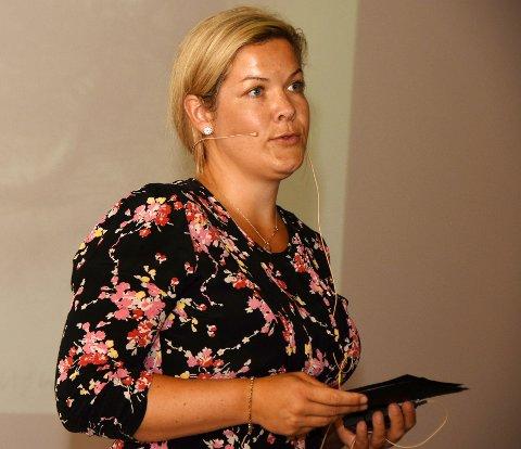 Steigen-ordfører Aase Refsnes håper kunnskapsminister Guri Melby tar mer ansvar for borteboer-elever i fremtiden.
