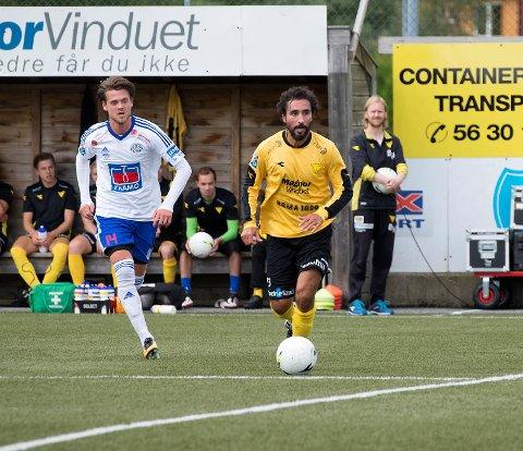 Hassan El Fakiri (t.h.) har oplevd nedrykkeet både som spiller og trener. Nå går trenerkontrakten ut, og Hassans navn er nevnt på Stadion, der Carl-Erik Torp slutter i utviklingsavdelingen.