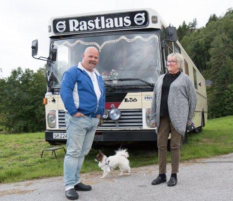 IMPULS: Unn Solheim og Inge Walderhaug frå Florø reiser rundt i ein Volvo rutebuss, 1978-modell. Ofte på impuls.