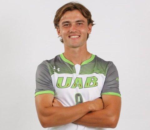 FOTBALL OG STUDIER: Teodor Thorvaldsen fra Halden trives i USA, der han spiller fotball og går på skole ved University of Alabama i byen Birmingham.