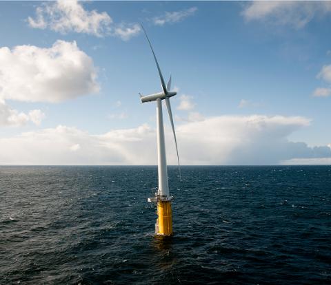 Hywind-turbinen står mellom Karmøy og Utsira.