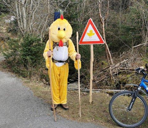 KLAR FOR STUNT: 45 år gamle Ante Salte Andersen er mannen bak kyllingen.