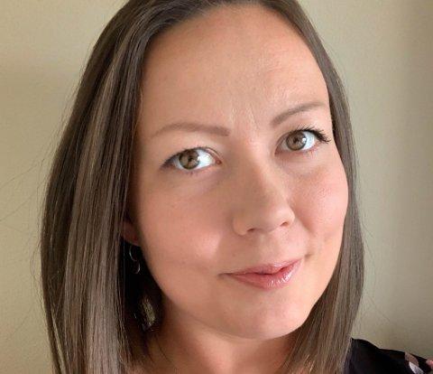 FINNER GLEDE I Å FÅ FOLK UT PÅ TUR: Cathrine Jensen er daglig leder for Frisklivsentralen i Loppa kommune. Hennes innsats for å få folk ut på tur er en av grunnene til at hun får en julestjerne av iFinnmark i år.