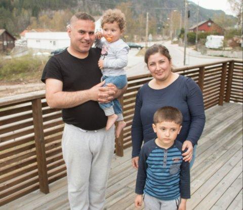 FRAMTID: De er i ferd med å skape seg en framtid på Byremo. Mustafa Hasko med Kristina til venstre og Fidan Bilal med Sabri.