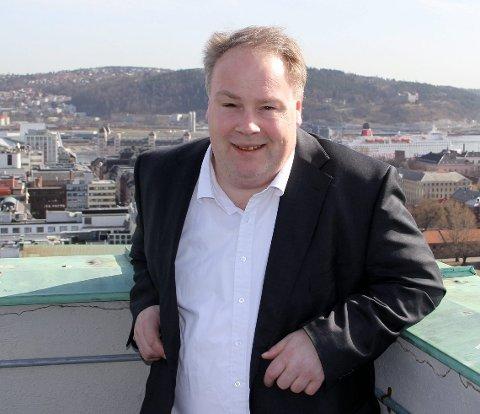 SMÅHUSPLANEN: Her står byråd Bård Folke Fredriksen på taket av rådhuset med utsikt til Bydel Nordstrand, hvor småhusplanen fra 2013 nå er opphevet. Arkivfoto: Vidar Bakken