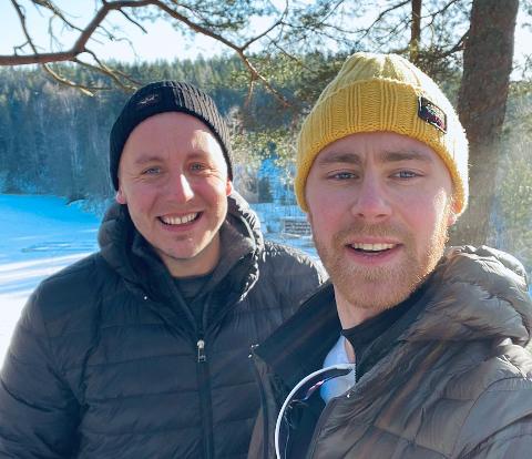Henrik (venstre) og Hannes går 150-200 kilometer i måneden for å forberede seg til langturen i sommer. Da skal de gå fra Nordstrand til Kragerø.