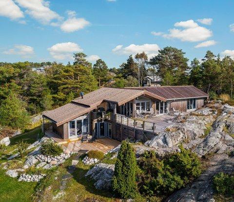 ELLEVILL BUDRUNDE: Sjøblomsten ligger idyllisk til i Såsteinsundet, og det likte kjøperne. En beinhard budrunde, med seks budgivere, gjorde at hytta ble solgt for 11,2 millioner mandag.
