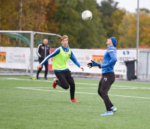 NY KAMP: Henrik Sælebakke Falchener (t.v) fikk spille en drøy time da Norge tapte 1-4 for Serbia i helgen.