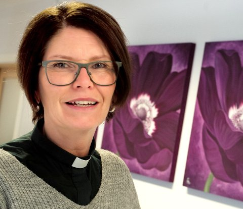 NYTT KURS: Nå kan du få hjelp til å sy barnetøy og mye mer i Greåker kirke, forteller diakon Kjersti Klausen Tjelle.