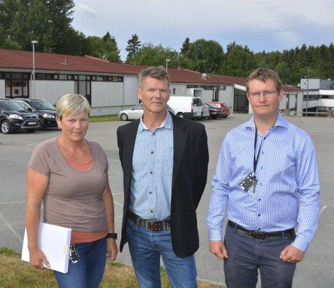 FORSTÅR IKKE: Elektrolærerne ved Askim videregående skole forstår ikke hvorfor et så populært og etterspurt fag som data/elektronikk kan bli lagt ned. Fra venstre: Tone Haug, Trond Erik Nilsson og Thomas Lundhaug