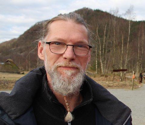 CAMPINGPLASSDRIVAR: Bernd Kühne fortel at Landa Park får besøk av stadig færre bubilar.