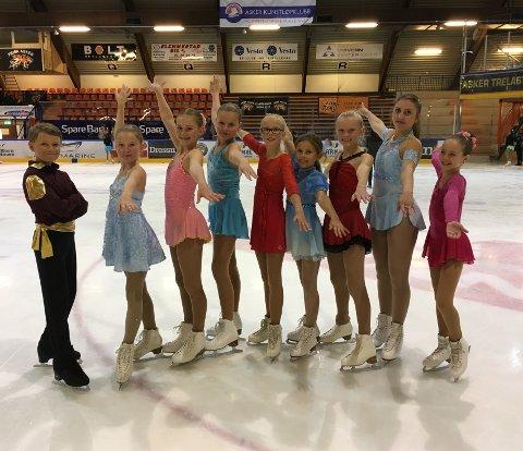 TT's yngste konkurranseløpere deltok i kunstløpstevne. F.v. Otto Sørensen, Caroline Gjølstad, Constanse Steen Hansen, Celina Eriksdotter Solheim, Ina Nakken, Ine Isabelle Gulbrandsen, Marie Ims Carlsen, Ane Vilde Stormark Gulbrandsen og Bea Sakshaug