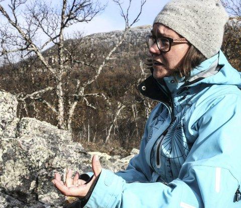KONSERVATOR: Kirsten Frønæs kom til Nord-Østerdalsmuseet for seks år siden. Nå har hun blitt tent på Kjølbrukets historie gjennom syv generasjoner og 200 år. Foto: Ole Annar Krogh