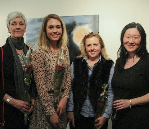 KUNSTUTSTILLING: Laila Gangstad, Natalie Reyes-Lingjerde, Kristin Wenneberg Ann Blomberg hadde onsdag offisiell opning av kunstutstillinga si i Garveriet. – Det var eit enormt oppmøte, seier Wenneberg.