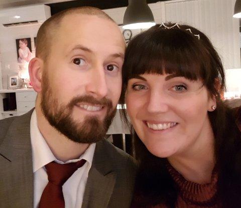 """FORTSATT UGIFT: Christoffer og Sandra har vært """"ufrivillig"""" forlovet i ett og et halvt år."""