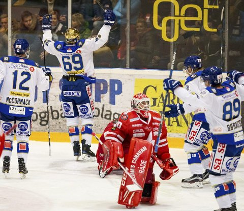 FEIL LAG JUBLET: Tommy Johansen er i knestående og må se at Henrik Malmström og Sparta koser seg i Stjernehallen. Foto: Thomas Andersen