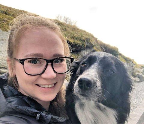 FØLGESVENNER: - Hero betyr alt for meg. Jeg hadde ikke byttet ham bort for alt i verden, sier Emilie Buer Andersen som har flyttet tilbake til hjembygda Aremark hvor hun jobber som miljøterapeut på Aremark skole og driver firmaet PoteriHverdag som tilbyr ulike hundekurs.