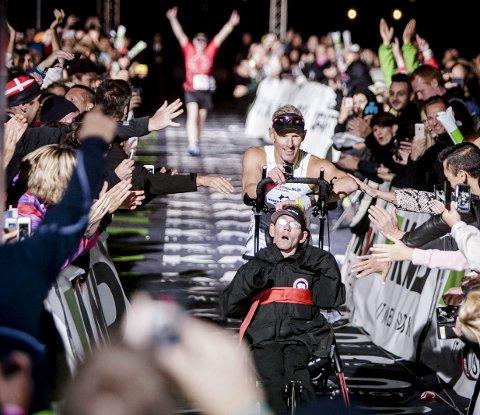 Den lange veien til mål: Slik så det ut da brødrene Peder og Steen Mondrup fullførte KMD Ironman Copenhagen i 2014. Det ble starten på Team Tvilling.
