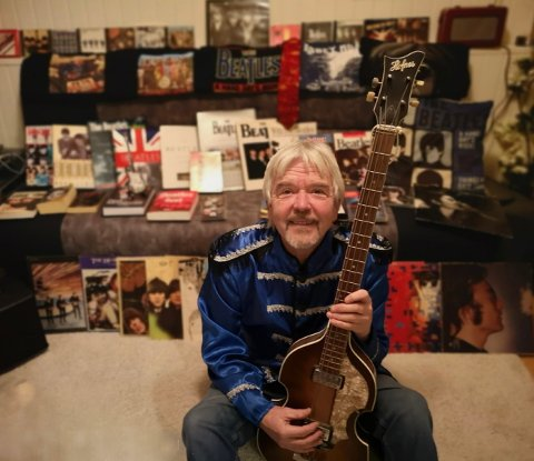 STOR SAMLING: Jon Erik Henriksen (68) ble Beatles-fan da han var 11 år, og han har aldri sviktet.