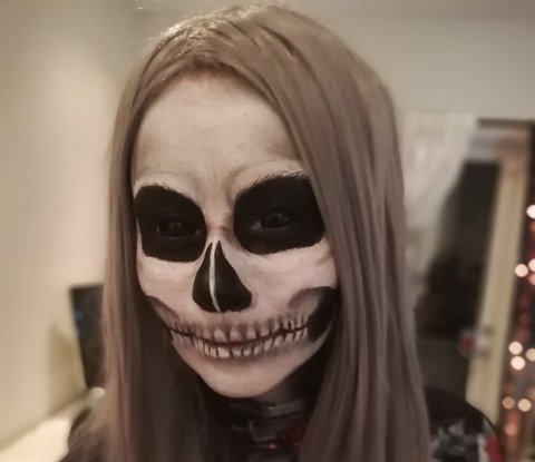 Tanita Blokhus på Husnes elskar Halloween, og gler seg heile året igjennom.